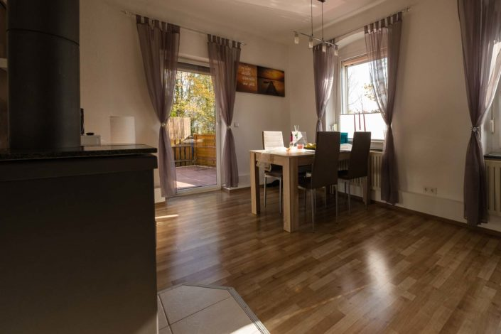 Wohnzimmer mit Essecke Ferienwohnung Eschwege
